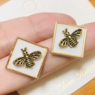 ミツバチ ピアス