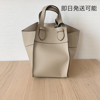 しまむら - 《期間限定価格》【新品】しまむら 2wayバッグ 合皮変形バッグ 淡灰色