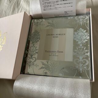 ローラアシュレイ(LAURA ASHLEY)のローラアシュレイ フォトフレーム 新品 プレゼント 箱付き(フォトフレーム)
