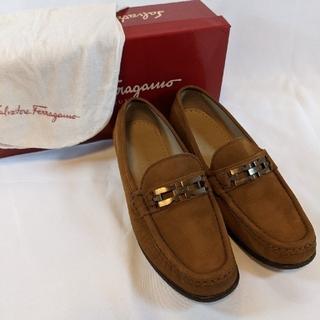 サルヴァトーレフェラガモ(Salvatore Ferragamo)のフェラガモ ローファー 革靴 フラットシューズ ブラウン(ローファー/革靴)