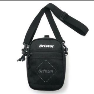 エフシーアールビー(F.C.R.B.)のF.C.Real Bristol NEW ERA EMBLEM ミニ ショルダー(ショルダーバッグ)