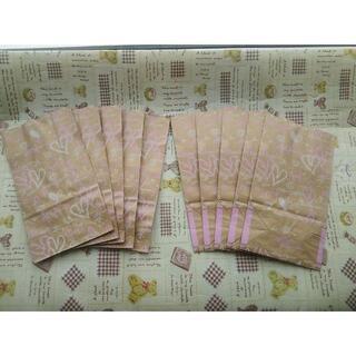 クラフト紙袋 リズミカルハート柄 ピンク 12枚セット +おまけ(ラッピング/包装)