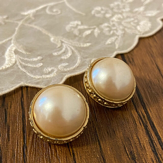 GIVENCHY - Vintage GIVENCHY pearl gold earrings