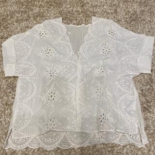 ヴィス(ViS)のViS  白 ブラウス(Tシャツ(半袖/袖なし))