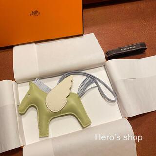 Hermes - 新品・直営店購入 エルメス ペガサスチャーム MM ジョーヌブルジョン