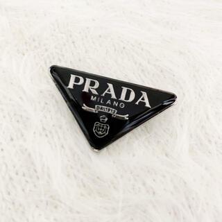 プラダ(PRADA)の新品 PRADA トライアングル ブローチ 黒 (ブローチ/コサージュ)