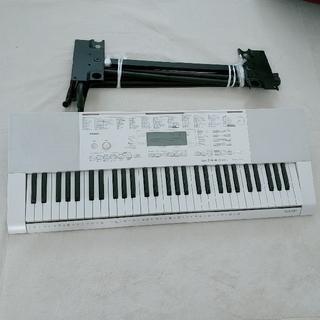 カシオ(CASIO)のCASIOキーボード LK211 スタンド付き(キーボード/シンセサイザー)