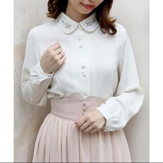 F i.n.t - パステルローズ刺繍衿ブラウス