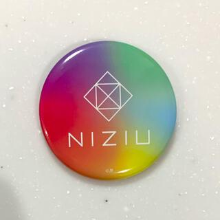 NiziU ロゴ 缶バッチ(メキハピ)