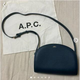 アーペーセー(A.P.C)のA.P.C. ハーフムーン ショルダーバッグ 美品ダークグリーンカラー(ショルダーバッグ)