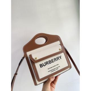 バーバリー(BURBERRY)のBURBERRYミニ ツートン キャンバス&レザー ポケットバッグ(トートバッグ)
