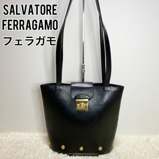 サルヴァトーレフェラガモ(Salvatore Ferragamo)のフェラガモ トートバッグ ブラック ヴァラリボン ゴールド 本革 レザー 黒(トートバッグ)