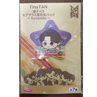 防弾少年団(BTS) - TinyTAN 寝そべり モアプラス 星形 缶バッジ【JungKook】