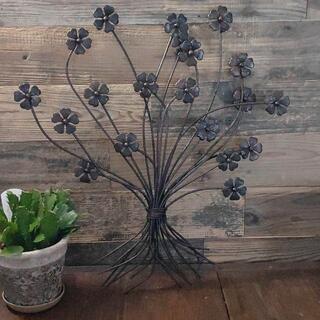 アイアンの大きな花束の壁飾り