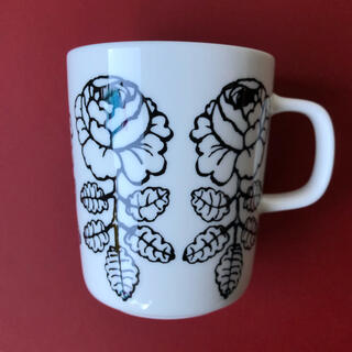 マリメッコ(marimekko)の完売 販売 新品 マリメッコ 日本限定 ヴィヒキルース ブラック マグカップ(食器)