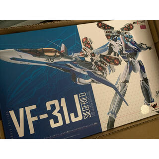 BANDAI - DX超合金 劇場版VF-31Jジークフリード ハヤテ・インメルマン機