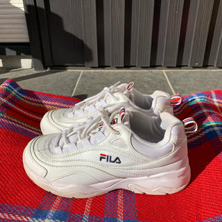 FILA - 【中古のため格安で出品】FILAレイのホワイト 23.5cm