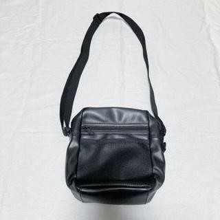 ウィゴー(WEGO)のWEGO メッシュポケットスクエアショルダー 黒(ショルダーバッグ)