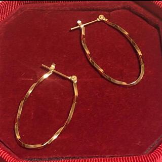 楕円フープピアス K10 ねじりフープピアス 2.5cm イエローゴールド