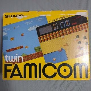 ファミリーコンピュータ(ファミリーコンピュータ)のツインファミコン 箱付きレッド本体セット(家庭用ゲーム機本体)