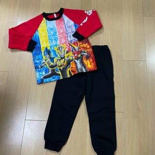 BANDAI - 光るパジャマ 裏起毛 120センチ ウルトラマン
