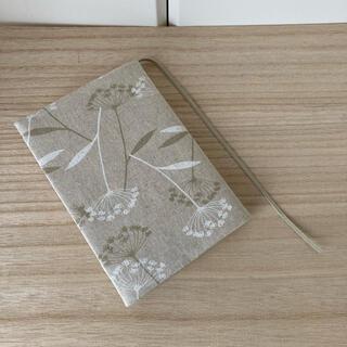 ハンドメイド ブックカバー 文庫本 白花柄