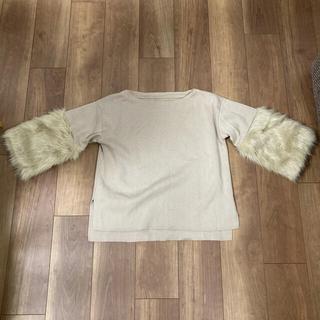 センスオブプレイスバイアーバンリサーチ(SENSE OF PLACE by URBAN RESEARCH)の袖だけファーの薄手セーター(ニット/セーター)
