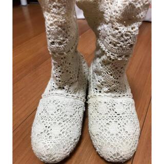 フェリシモ(FELISSIMO)のフェリシモオフホワイト レース編みのショートブーツ(ブーツ)
