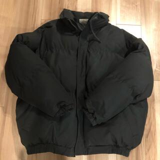 フィアオブゴッド(FEAR OF GOD)のFOG ESSENTIALS Puffer Jacket   黒 (ダウンジャケット)