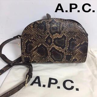 アーペーセー(A.P.C)のA.P.C.アーペーセー ハーフムーン ショルダーバッグ パイソン レディース(ショルダーバッグ)