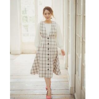 tocco - クラシカルに秋を先取る後ろりぼん付きフロント飾り釦チェック柄ジャンパースカート