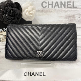 CHANEL - CHANEL✨シャネル✨シェブロン✨Vステッチ✨二つ折り✨長財布