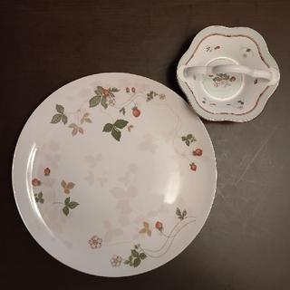 ウェッジウッド(WEDGWOOD)の【Wedgewood】ワイルドストロベリー 大皿とバスケット(食器)