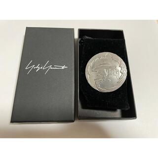 Yohji Yamamoto - ヨウジヤマモト 銀ボタン バッジ
