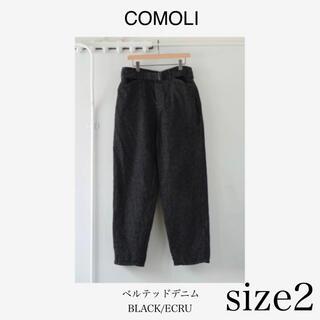 コモリ(COMOLI)のCOMOLI (コモリ) デニム ベルテッド パンツ  ブラックエクリュ(デニム/ジーンズ)