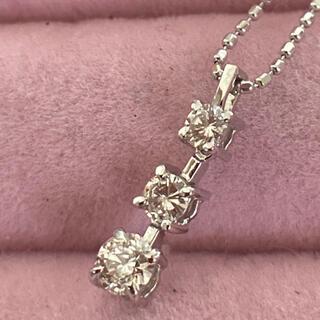 ☆K18WG ネックレス 3粒ダイヤ 0.30ct