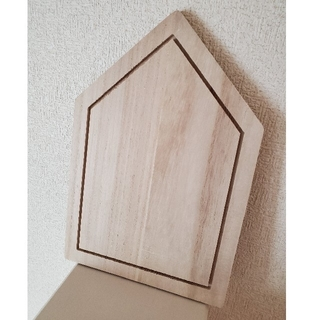 スリーコインズ(3COINS)のおうち型木製トレー (テーブル用品)