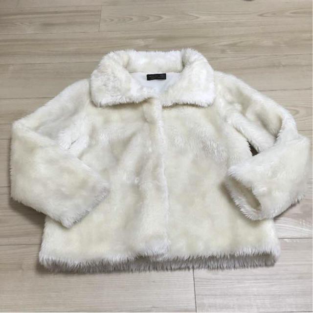 フェイクファーコート ホワイト レディースのジャケット/アウター(毛皮/ファーコート)の商品写真