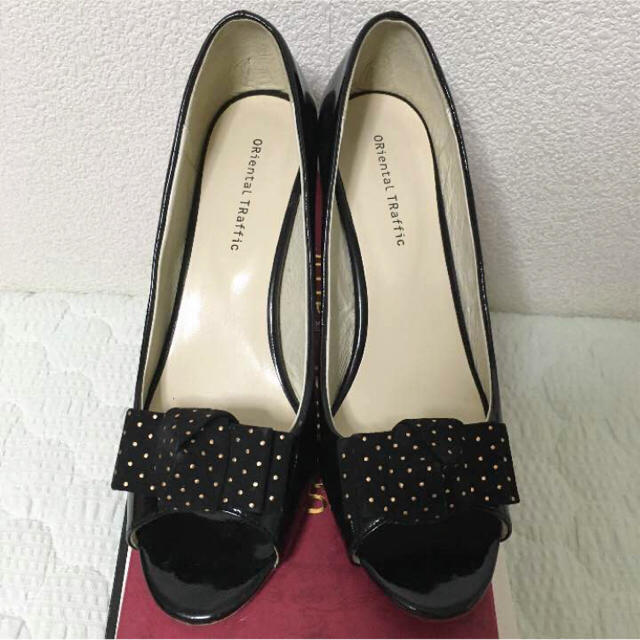 ORiental TRaffic(オリエンタルトラフィック)のオリエンタルトラフィック スタッズリボン付きエナメルパンプス レディースの靴/シューズ(ハイヒール/パンプス)の商品写真