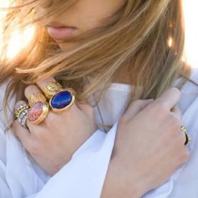 Saint Laurent(サンローラン)の新品同様 YSL ピンク コーラル アーティ リング 指輪 イヴサンローラン レディースのアクセサリー(リング(指輪))の商品写真