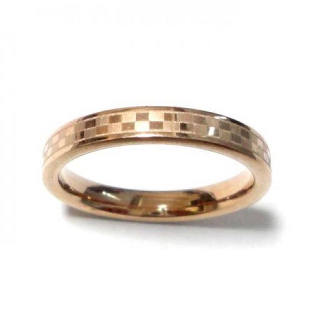 24号 ステンレス 格子柄 ピンクゴールドリング レディースのアクセサリー(リング(指輪))の商品写真