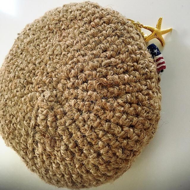 パープル刺繍のニコちゃんポーチ ハンドメイドのファッション小物(ポーチ)の商品写真