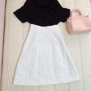 デミルクスビームス(Demi-Luxe BEAMS)のDemi-Luxe BEAMS /16020円 ホワイトフレアスカート(ひざ丈スカート)