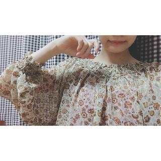 ジーユー(GU)の花柄 ブラウス(シャツ/ブラウス(半袖/袖なし))