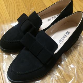 ケービーエフ(KBF)のリボンマニッシュシューズ(ローファー/革靴)