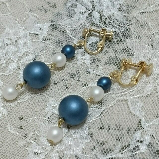 ♡カラーパールのイヤリング♡【ブルー】 ハンドメイドのアクセサリー(イヤリング)の商品写真