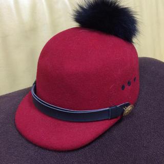 ワンスポ(one spo)のワンスポ 赤 ポンポン付き帽子(その他)