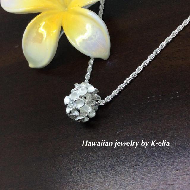 新品☆ハワイアンジュエリー☆ホワイトプルメリアレイトップ レディースのアクセサリー(ネックレス)の商品写真