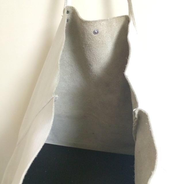 白のレザートート レディースのバッグ(トートバッグ)の商品写真