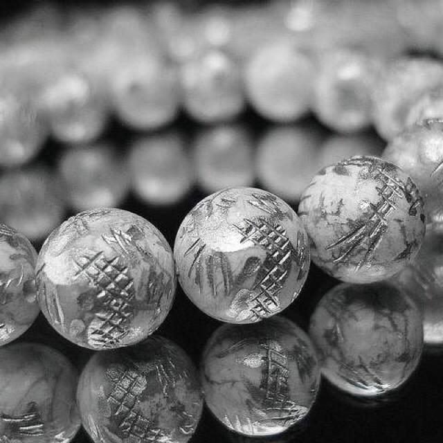 開運天然石3Aホワイトターコイズ昇龍手彫り銀箔約12ミリ数珠石街 メンズのアクセサリー(ブレスレット)の商品写真